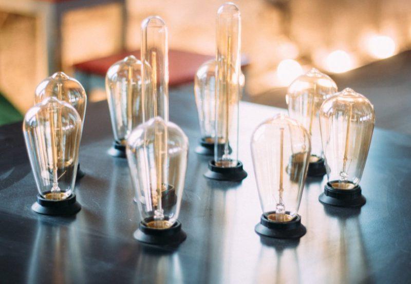 LED in klasične namizne svetilke