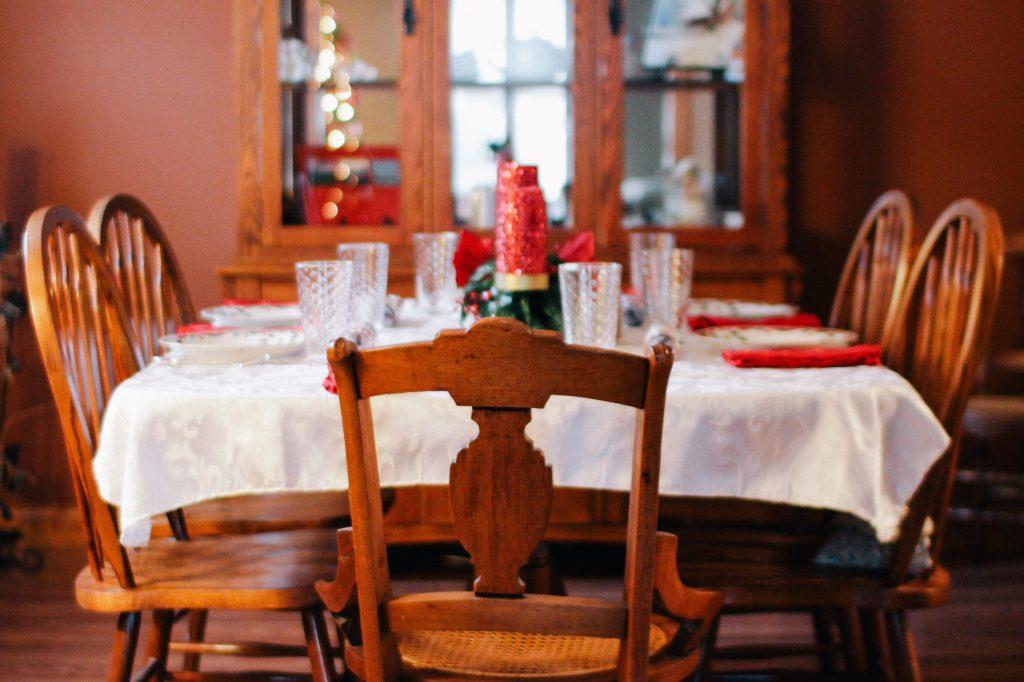 Nakup stolov za kuhinjo