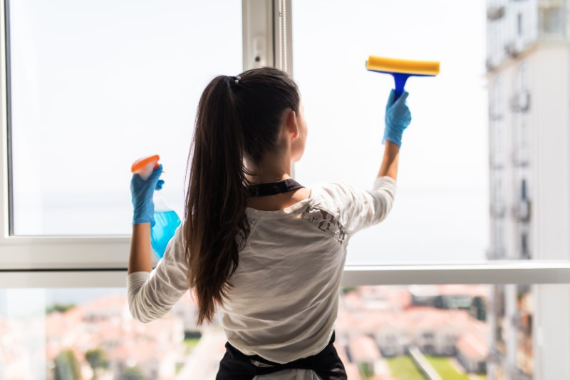 Čiščenje na domu vključuje čiščenje notranjih in zunanjih prostorov