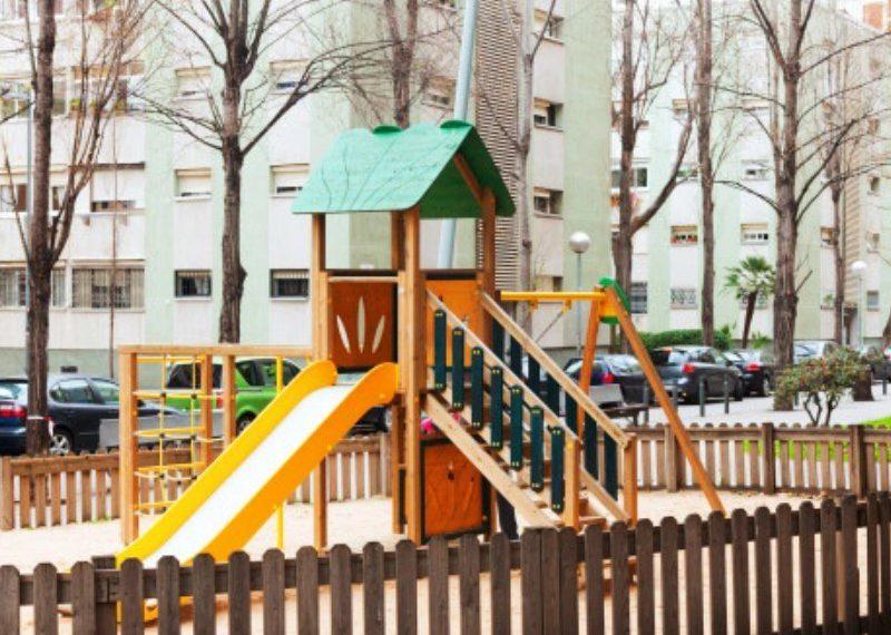Zunanja igrala za pestro preživljanje otroških dni